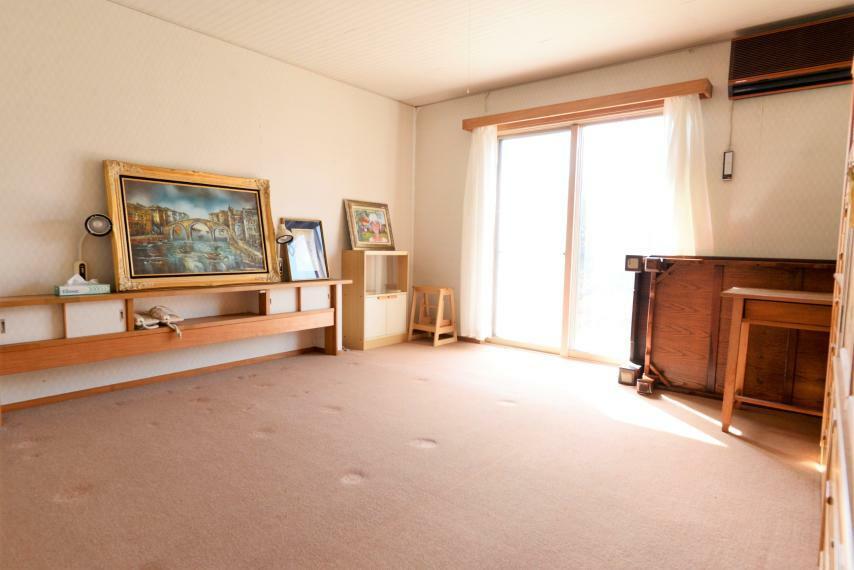 洋室 カウンターつき洋室はクローゼットつきで収納も充実。