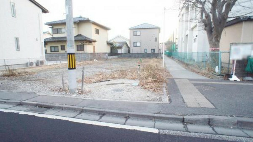 現況写真 前面道路含む外観写真