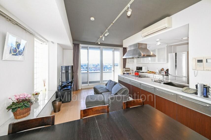 居間・リビング 収納スペースも多く、お部屋全体がすっきりします。