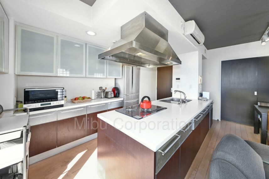 キッチン 家族団らんの時間も増えるカウンターキッチンになっております。