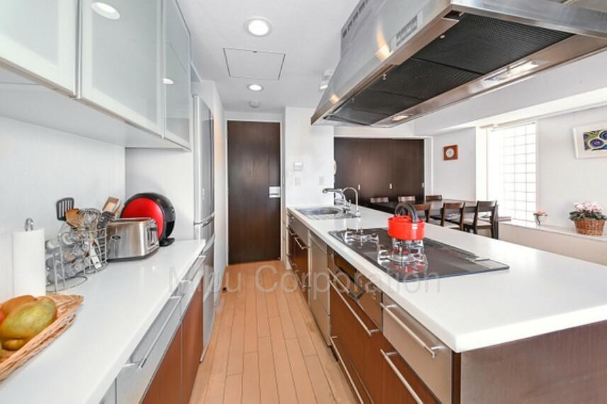 キッチン 広々としたキッチンで料理ができるのも魅力です。