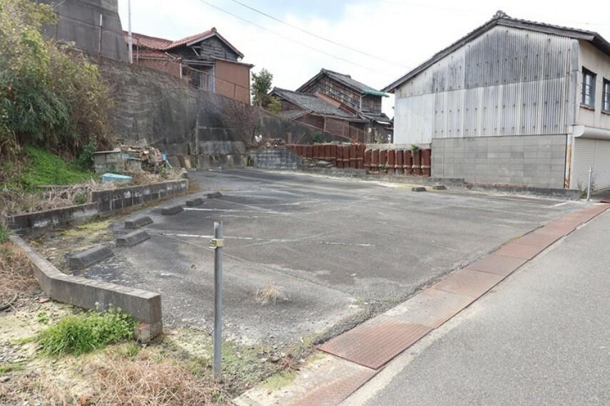 現況写真 常滑市山方町2丁目 売土地 物件住所は2カ所ございます。 ・南側お土地(古家付) ・西側お土地(現況駐車場)