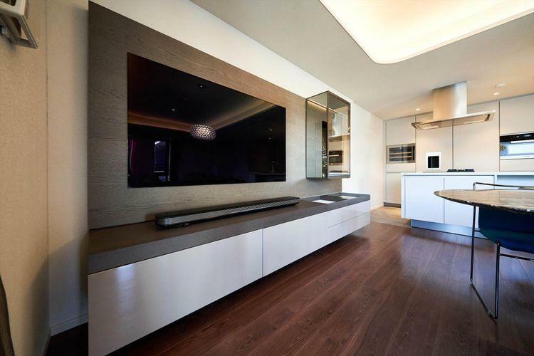居間・リビング Living Dining  備え付けテレビボードもMolteni製。テレビ下にも大容量の収納が備え付けられています。