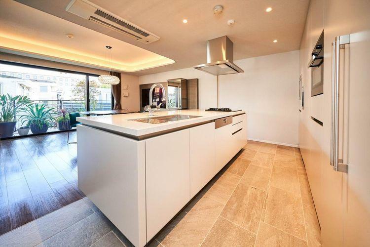 キッチン Kitchen  高級感あふれるオーダーSiematic製キッチン。ディスポーザーやIHコンロ、食洗機等機能性も重視しています。
