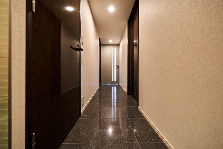 Other  上品な色調で清潔感漂う廊下は、高級感を演出しています。