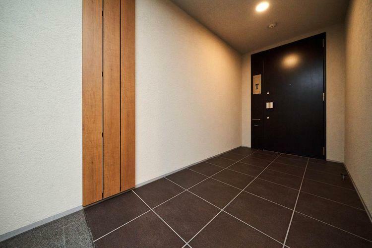 Other  廊下から玄関までは広めのポーチを確保しており、プライバシー性を重視しています。