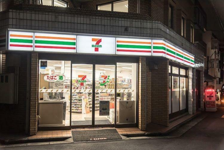 コンビニ セブンイレブン千駄ヶ谷店 徒歩2分。