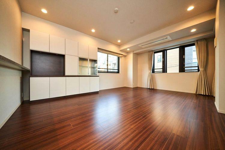 居間・リビング Living Dining 周辺は第一種低層住居専用地域という、住環境に厳しい規制があり、住環境が保証されております。