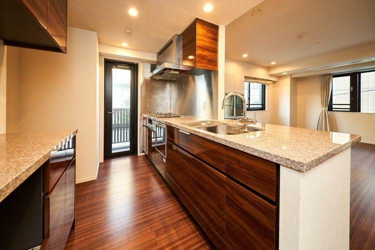 キッチン Kitchen 食洗器やディスポーザーなど築浅ならではの充実の設備をご用意いたしました。