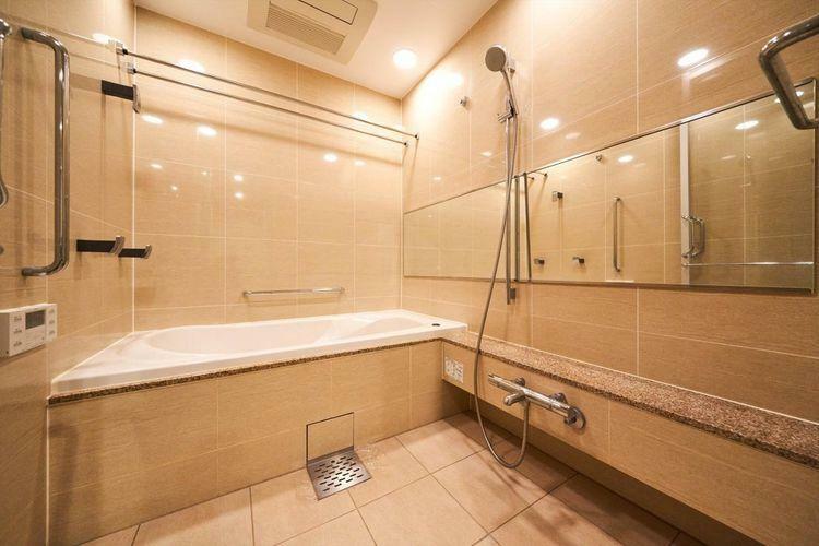 浴室 Bath Room 1620サイズの大きなバスルーム。タイル張りの高級仕様で充実のバスタイムをお過ごしいただけます。