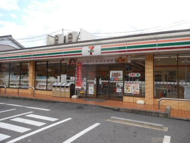 コンビニ セブンイレブン名古屋表山店 徒歩9分。