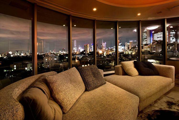 眺望 View  前面には遮るものが無く、圧巻の夜景。日中は暖かく、夜は夜景を楽しめる眺望。是非ご体感ください。