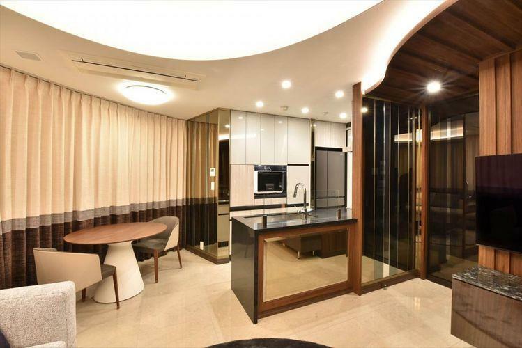 キッチン Dining Kitchen  カップボードのおかげで、キッチンはオープンな造りになっており、ホームパーティなどに最適です。