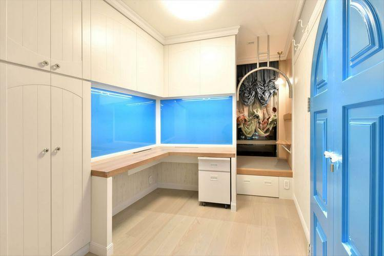 寝室 Bed Room  造り付けのデスクや畳スペースを設けており、プライベートな空間を演出。