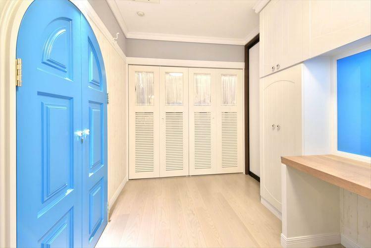 寝室 Bed Room  サブの寝室も約7帖と充分な広さです。リフォームで収納スペースを拡張しており、衣類もすっきり収まります。