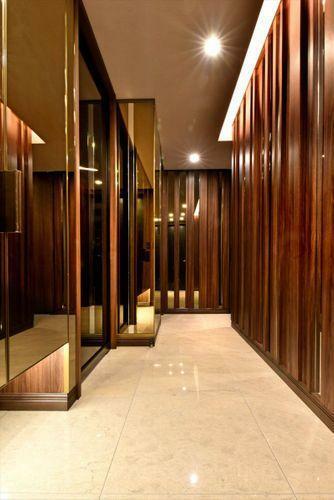 Other  玄関は上質な空間が広がっており、タイルの床面やデザイン性のある壁面など、機能面にも配慮しております。