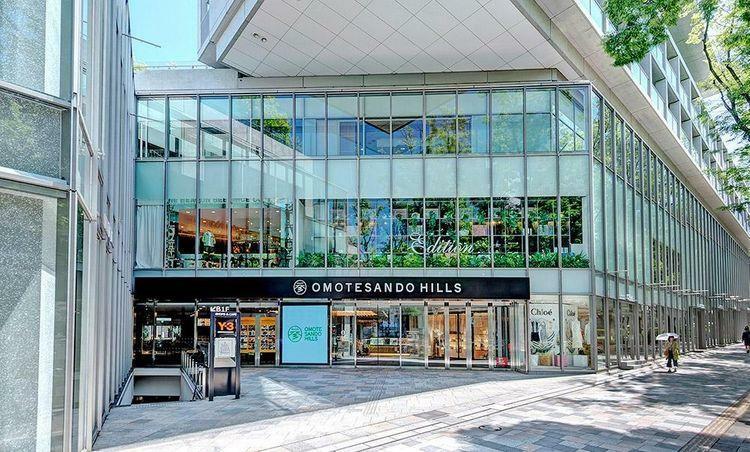 ショッピングセンター 表参道ヒルズ 徒歩20分。
