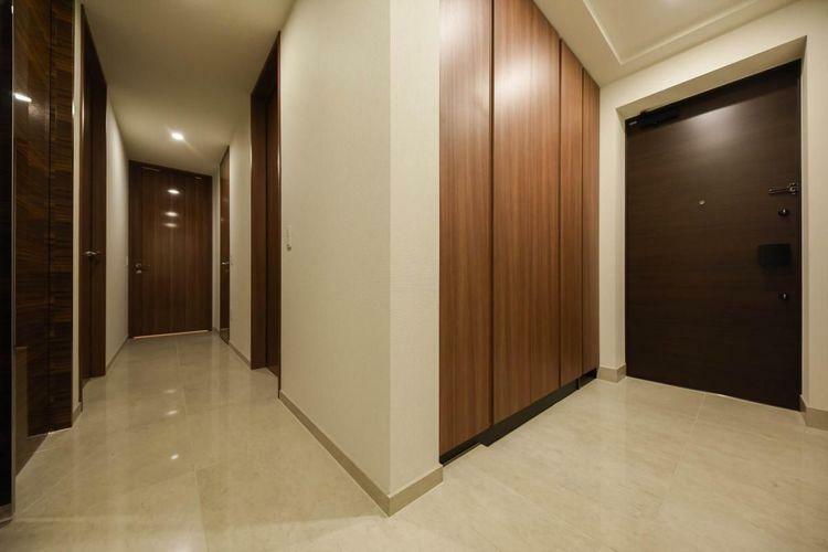 玄関 Front Door