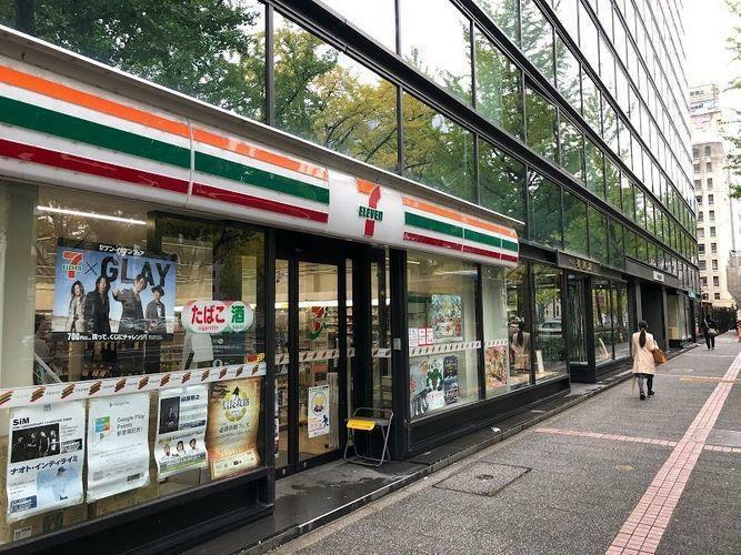 コンビニ セブンイレブン名古屋桜通錦1丁目店 徒歩3分。