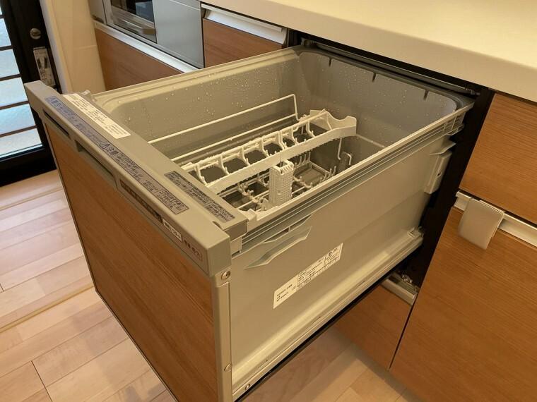 いまや、三種の神器の1つと呼ばれるほど重宝される食器洗い乾燥機。家事の時間短縮にも繋がる