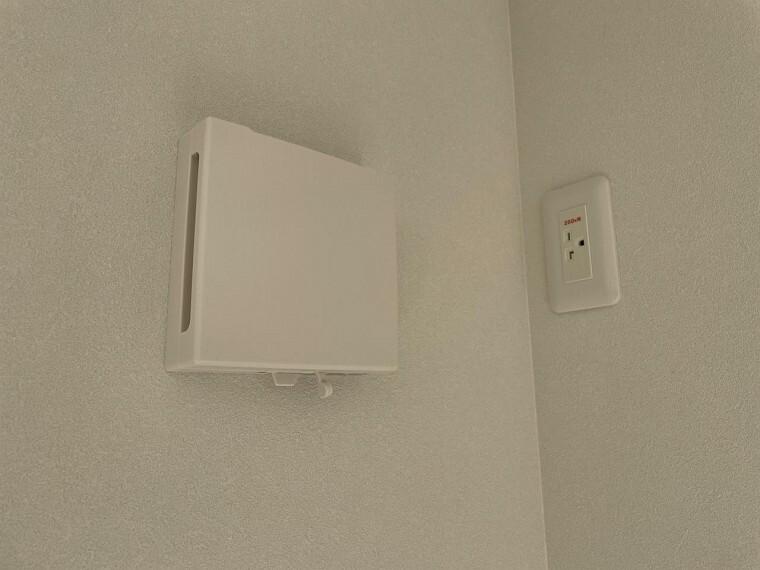 冷暖房・空調設備 窓を開けなくても外気の空気を室内に入れ、室内の空気を外に排出する24時間換気システム。