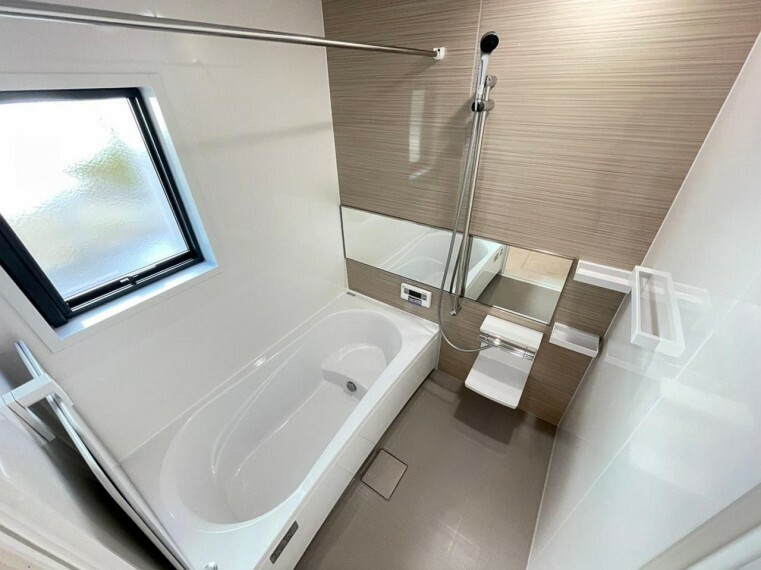 浴室 (浴室)丸ごと包み込むように浴室全体に保温材を標準装備。あたたまった熱を逃がしません!