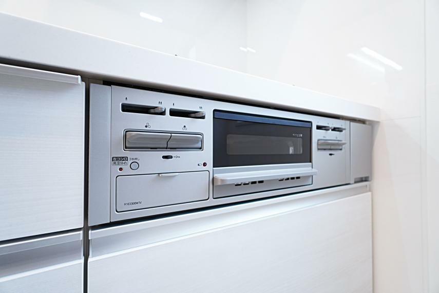 キッチン 温度調節機能や消し忘れ防止機能が備わっており、安心してお料理することが可能です。