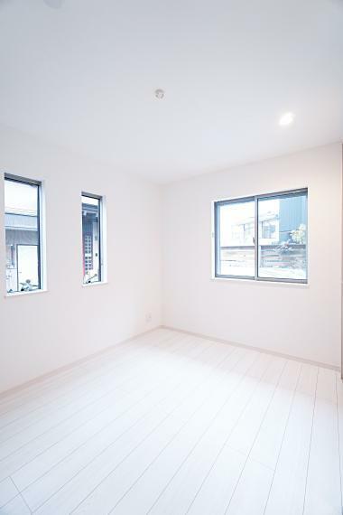 洋室 どんな家具にも合わせやすく、高級感のある白を基調とした洋室です。 家族のライフスタイルや好みに合ったお部屋作りが楽しめます。