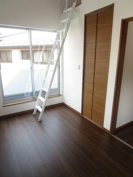 洋室 ロフトの梯子は壁付けにかけることも出来ます