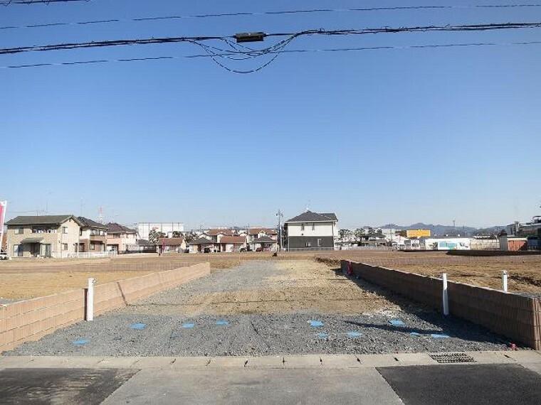 現況写真 西側の8m協定道路・・・I号地の西側にはD号地・E号地・G号地・H号地の為の協定道路がある為、まるで角地の様な解放感が得られます。