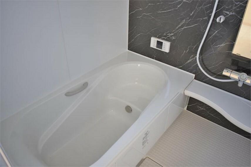 浴室 防水性や保温性に優れたシステムバスルーム。親子でゆったりお風呂が楽しめる一坪タイプ!