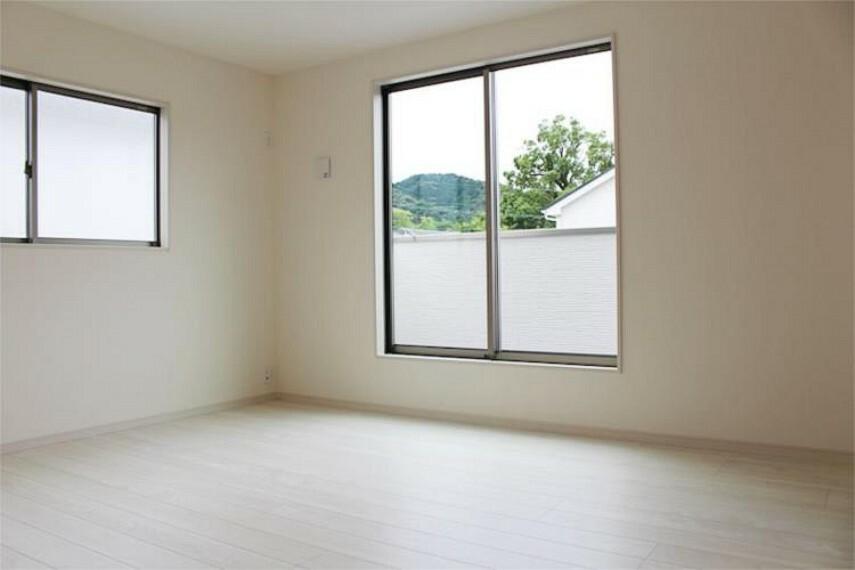専用部・室内写真 子ども部屋や書斎にピッタリな6帖の居室【写真は同仕様】