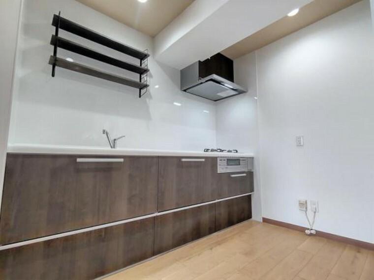 キッチン 【リフォーム後キッチン】新品のキッチンを設置致しました。独立したキッチンなのでお料理に集中できますね。