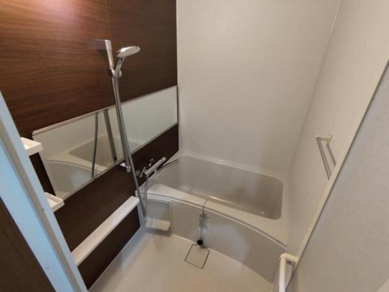 浴室 【リフォーム後浴室】新品の浴槽を設置致しました。コンパクトな浴槽は、水道代の節約になり経済的で、お掃除も行き届きます。