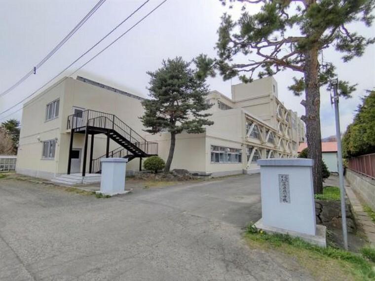 小学校 【周辺環境】藻岩北小学校です。約650m(徒歩約8分)通学路が10分圏内だと登下校も安心ですね。