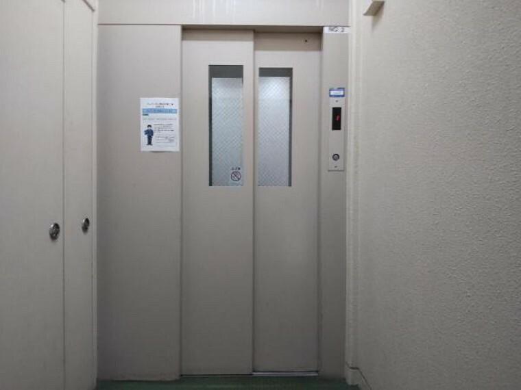 【エレベーター】エレベーターを降りるとすぐ玄関となっているので便利です。