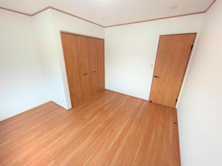 【リフォーム済】洋室7帖に間取り変更しました。クローゼットも新設しております。居室があるとプライベートな時間も大切にできますね。