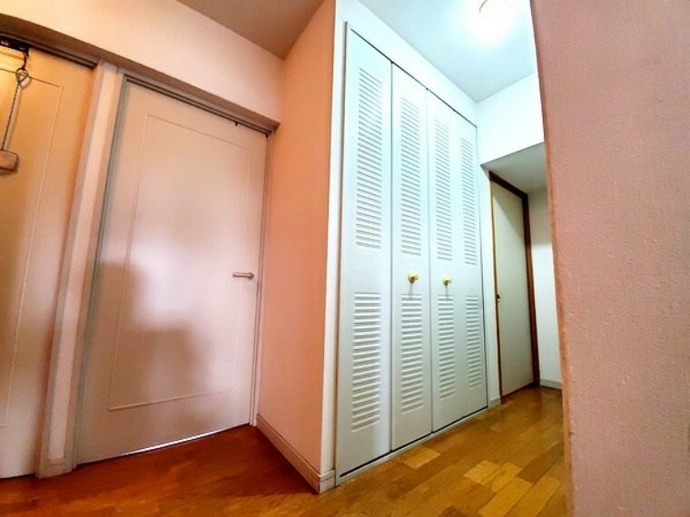 収納 廊下にも大きな収納があります!お部屋も独立性があり使い勝手良好です!