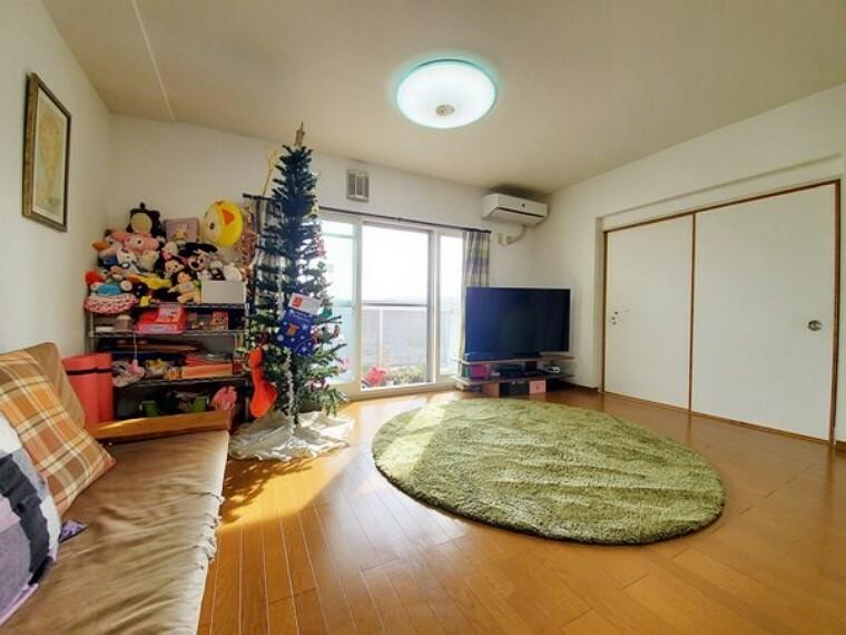 居間・リビング 全窓二重サッシになっている為 気密性も高く冷暖房効率もup!結露も発生しずらいです。