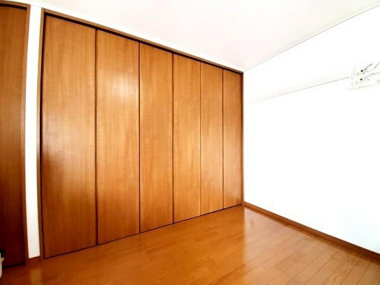 リビング横のお部屋は元々和室でしたが洋室仕様に変更しています!