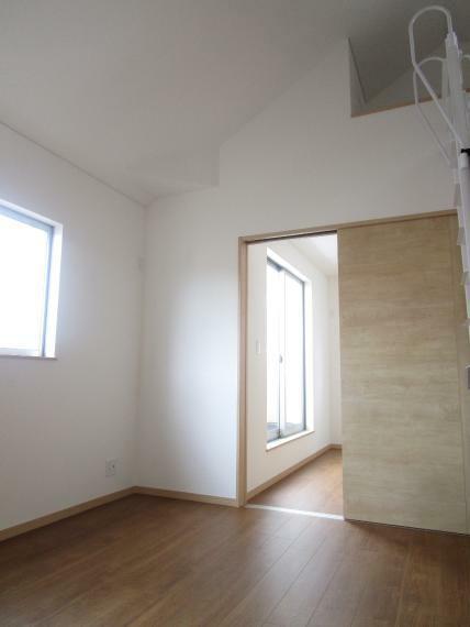 洋室 間仕切りを外して、お部屋を広く使うことも出来ます