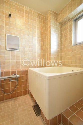 浴室 浴室にはマンションタイプに珍しく窓が採光をしっかり確保できており明るい環境が整っております。