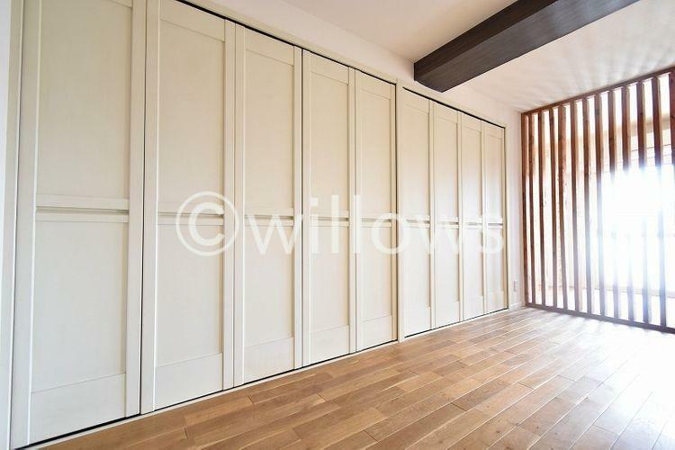 収納 ワイドな収納の使い勝手がポイント。壁一面の収納は使いやすさ、無駄なくお使い頂く事ができます。