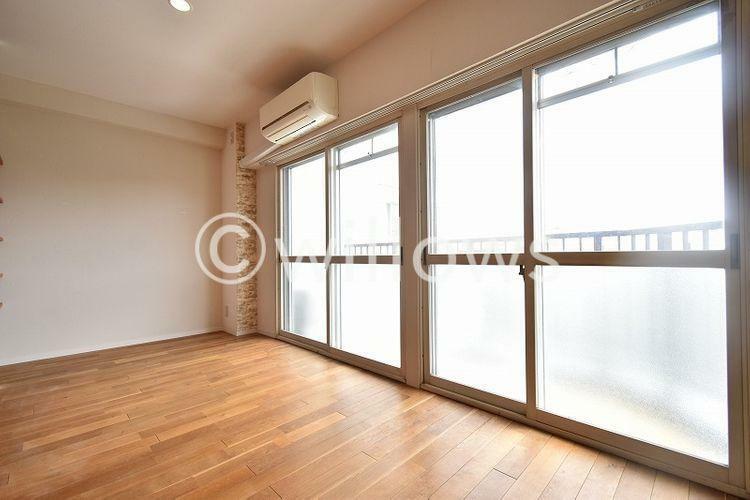 寝室 6階・南採光のため寝室は陽当り良好です。気持ちの良い朝が迎えられます。