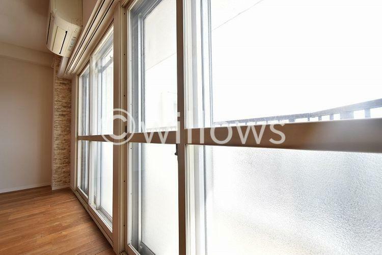 眺望 窓は2重サッシ。通りの音の対策もバッチリ。こちらでかなり軽減できています。