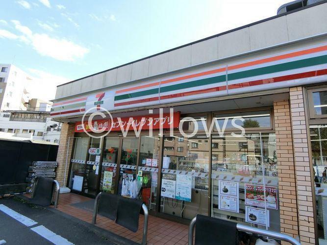 コンビニ セブンイレブン新宿下落合駅北店 徒歩2分。