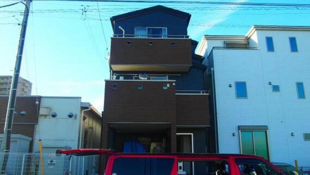 外観写真 3階建て、3LDKのお住まいです。