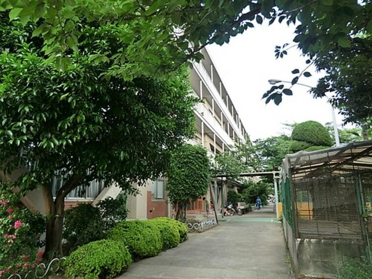 小学校 戸田市立喜沢小学校 徒歩7分(約560m)