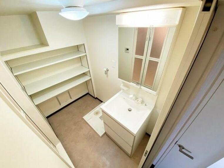 洗面化粧台 洗面スペースに収納があるのは嬉しいですね