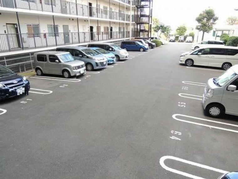 駐車場 敷地内に駐車場があるのは便利ですね